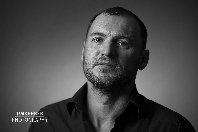 Portrait mann schwarz weiß